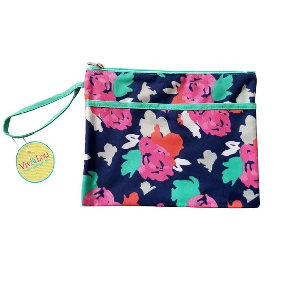 Viv & Lou Handbags - 🆕Viv & Lou Amelia Zip Pouch Wristlet